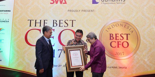 Giliran Dirut Bank Riau Kepri Dinobatkan Sebagai The Best CEO 2017 Versi SWA