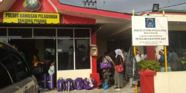 Imigrasi Tanjungpinang Gagalkan Pemberangkatan 11 Jamaah Umrah via Singapura