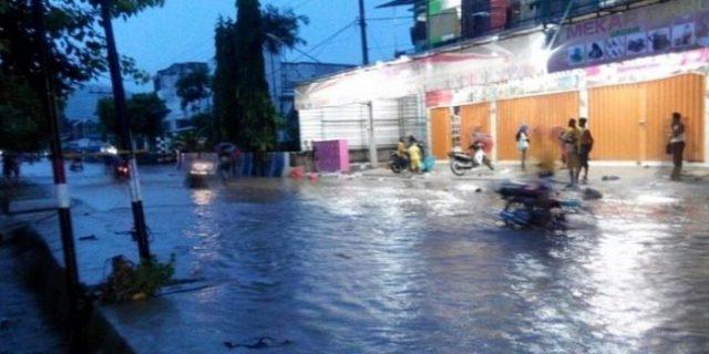 Ribuan Orang Mengungsi Akibat Terdampak Banjir di Lima Kecamatan