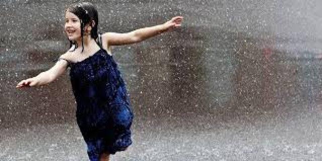 3 Cari Bikin Suasana Hati Happy Dikala Hujan