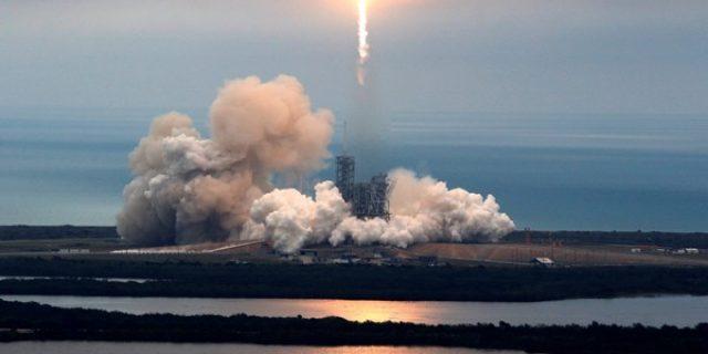 SpaceX berencana kirim turis