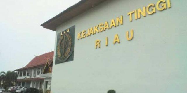 Penyidik Kejaksaan Tinggi Geledah Kantor Dispenda Riau