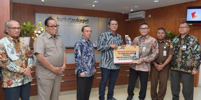 Pemkab Bintan Terima Satu Unit Mobil Pelayanan Pajak Daerah CSR Bank Riau Kepri