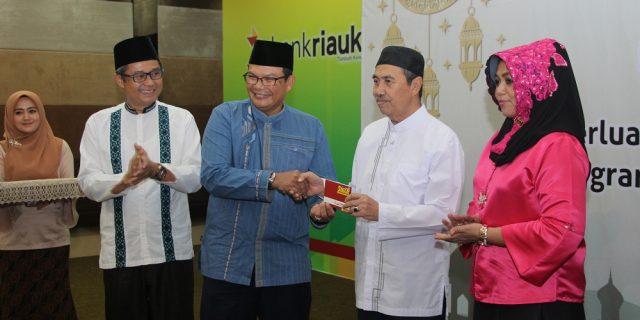 Gubernur Riau Gunakan Tabungan Sinar Wadiah Bank Riau Kepri