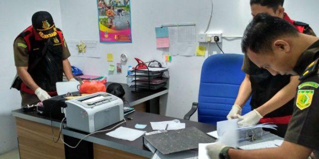 Jaksa Geledah Kantor Dinsos, Asisten I Sekda Karimun Pilih Bungkam