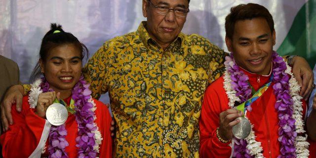 Tiba Di Indonesia, Dua Peraih Medali Perak Disambut Kalungan Bunga