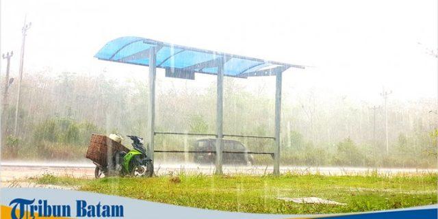 Hujan Deras Turun Sejak Kamis Pagi di Bintan