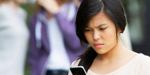 """Instagram Jadi Media Sosial Pemicu """"Cyberbullying"""" Tertinggi"""