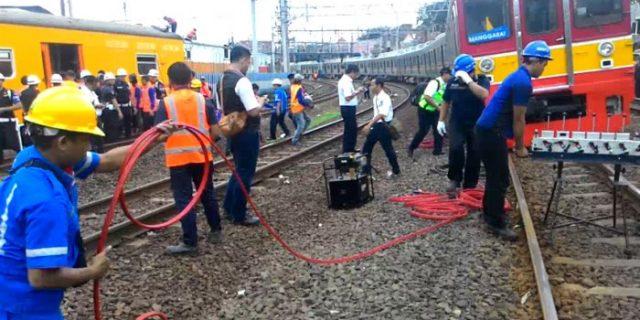 KRL Bekasi yang Anjlok Berhasil Dievakuasi