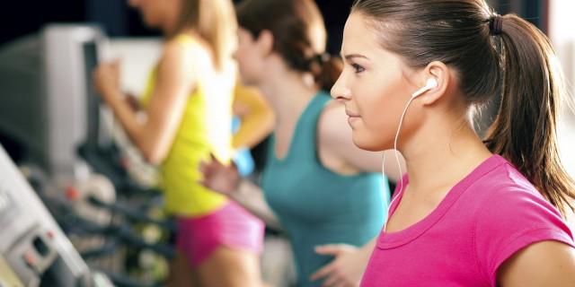 7 Alasan Kamu Patut Mendengarkan Musik Saat Olahraga