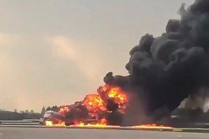 Pesawat Rusia Dilalap Api Puluhan Orang Meninggal Dunia
