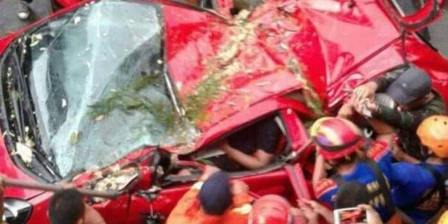 Mobil Hancur, Rizky Tewas Terhimpit Atap Mobil yang Tertimpa Pohon Tumbang