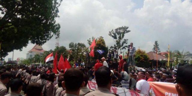 Pengunjuk Rasa Nitip Pesan Ini ke Wali Kota Batam